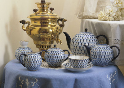 Porcelaine de Saint-Pétersbourg avec samovar ancien